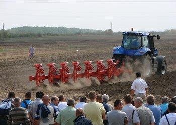 Bábolnai Gazdanapok szántóföldi gépbemutatójának pillanatai képekben