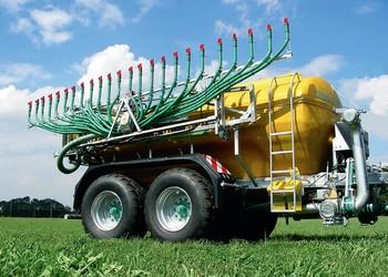 A ZUNHAMMER GmbH innovatív terméke a FARMLAND-FIX hígtrágyaelosztó