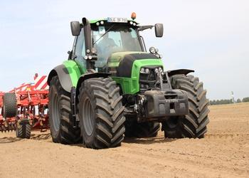 2013-ban az év traktorja, a DEUTZ-FAHR 7250 TTV Agrotron