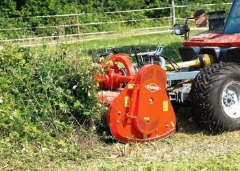 Elülső felfüggesztésű Kuhn szárzúzó – rézsűművelő traktorokhoz tervezve