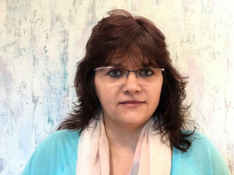 Hanzik Anikó : szerkesztőségi titkár