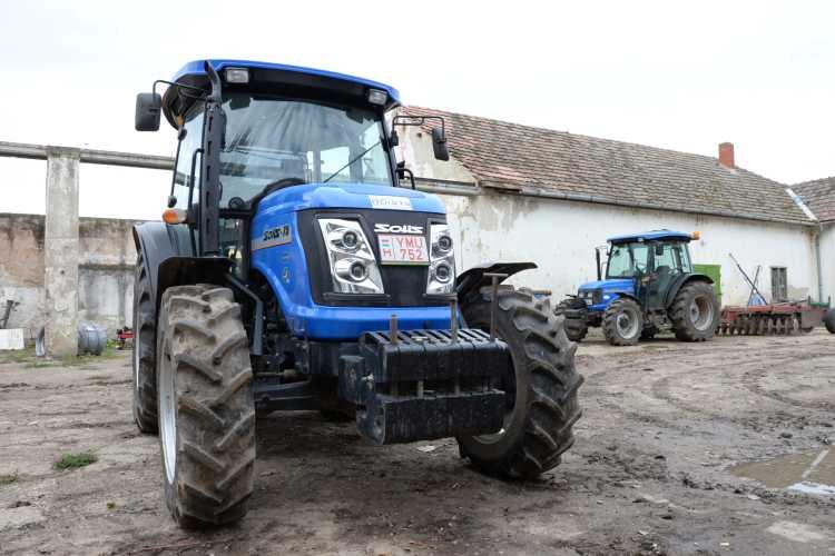 A növelt orrsúllyal tárcsázáskor sokkal simábban dolgozik a traktor