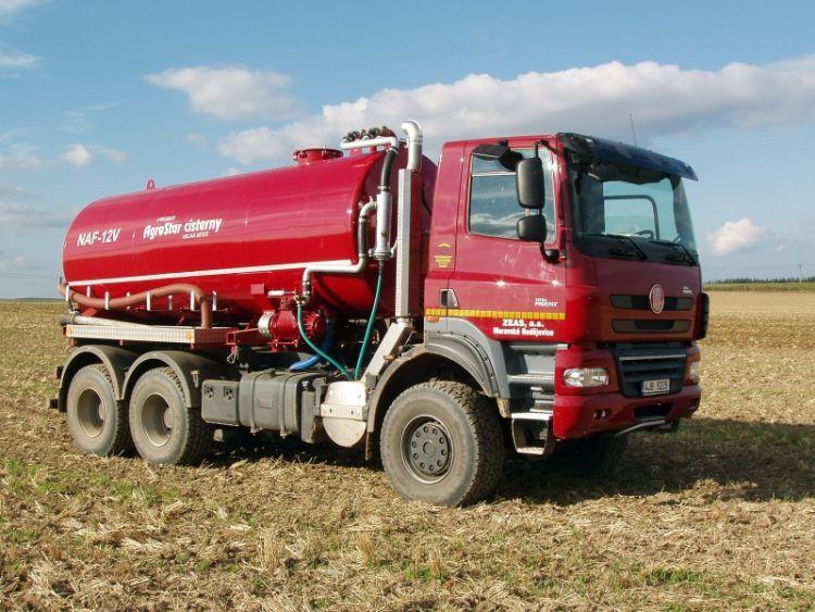 4. kép. TATRA Phoenix 6x6 Agro-Track mezőgazdasági teherautó hígtrágyatartály csere felépítménnyel (forrás: www.tatratracks.com)