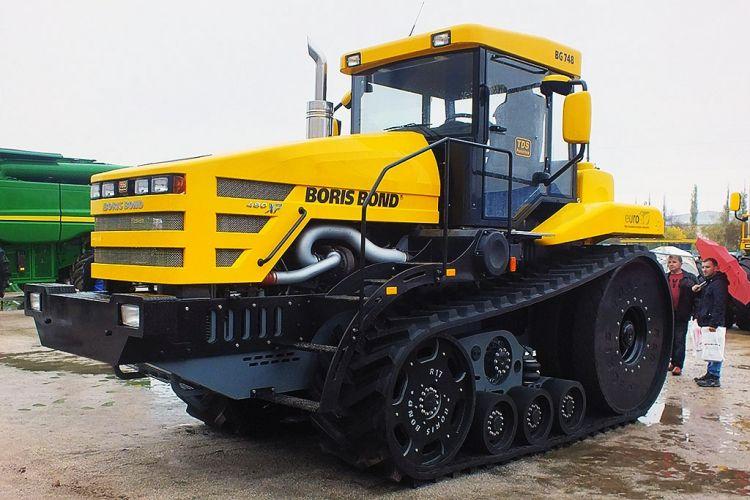 Az új ukrán gumihevederes traktor - Boris Bond BG 748