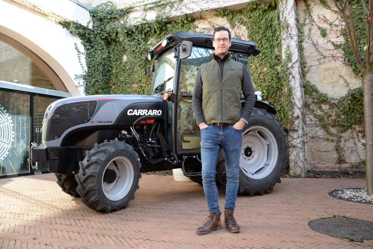 Ifj. Gál Tibor és a carraro agricube ültetvénytraktor