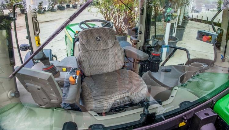 Traktor: 3 millió forintos fordulat a fülkében