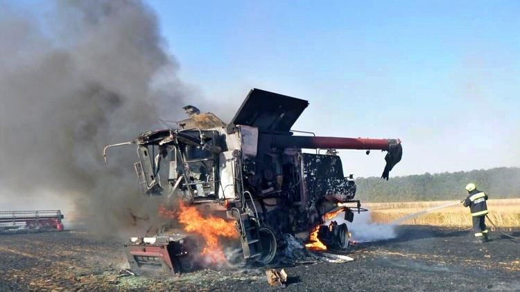 Mezőgazdaság, kombájn tűzben aratáskor