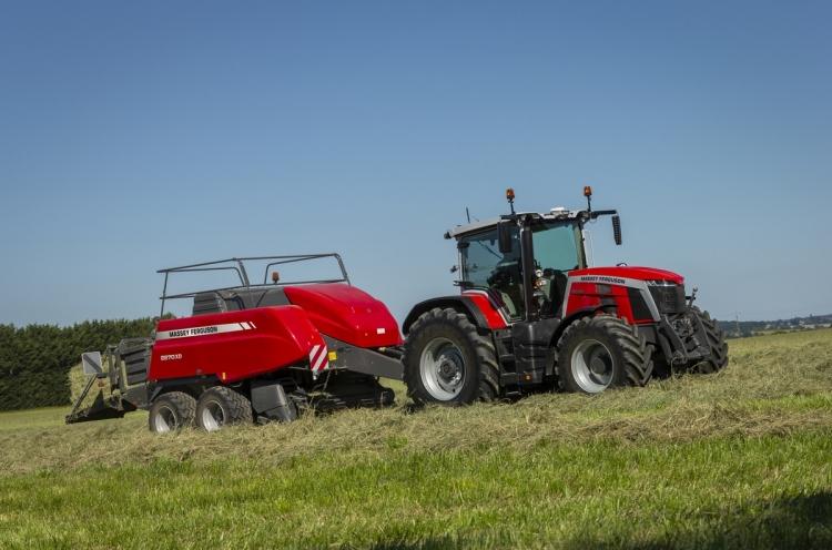 MF 8S traktor