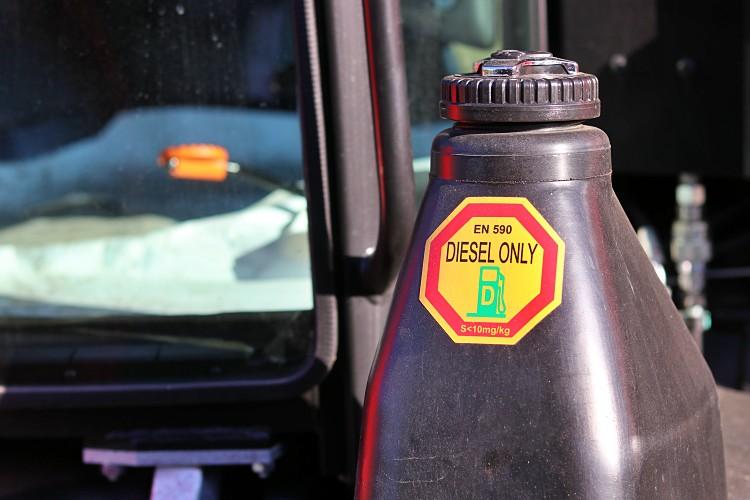 A benzinár csökken, a gázolaj drágul