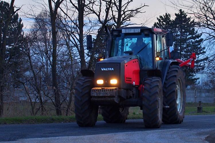 Mezőgazdasági gépek az utakon